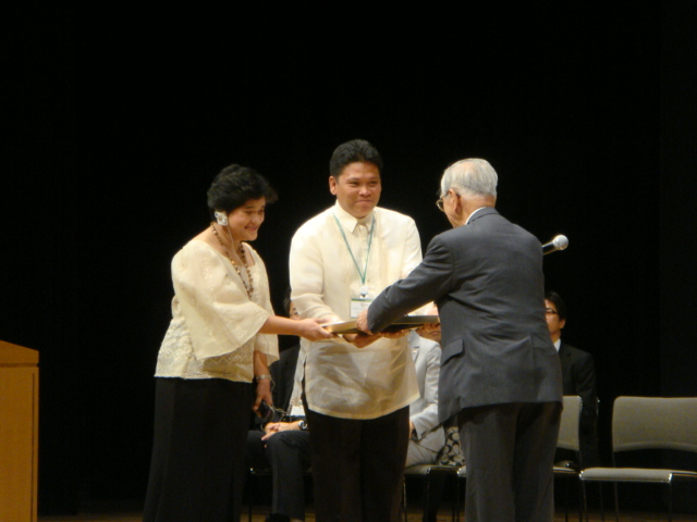 NHE officials receiving the award