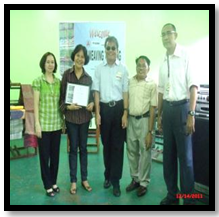 Ms becky santos of vsa arts receiving the certificate of appreciation