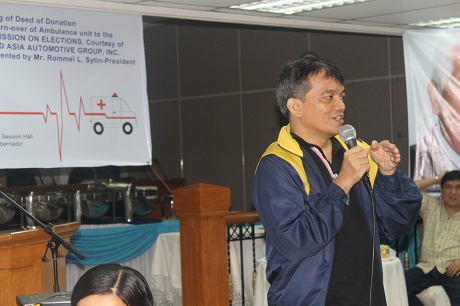 PWAG President Jojo Esposa briefs COMELEC officials and guests what makes a website accessble.